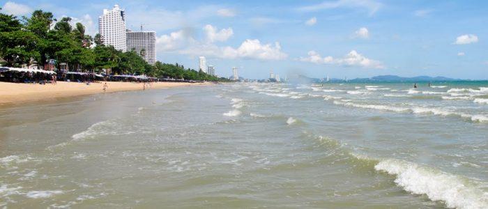 Море и пляжи в Паттайе в апреле