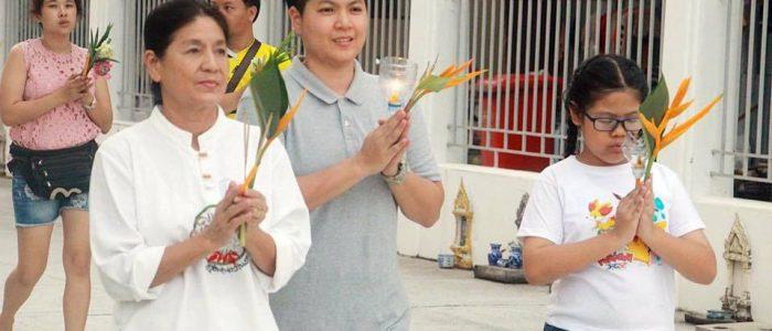 Буддистский праздник Кхао Пханса