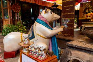 Статуя крысы на входе в храм Ганеши