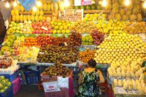 Фрукты на рынке