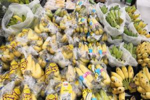 Фрукты в супермаркете