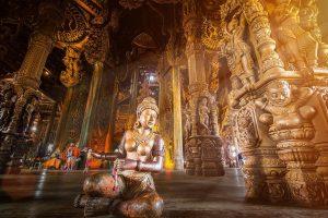 Внутреннее убранство в Храме Истины