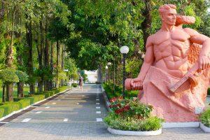 Скульптура «Стоять насмерть» в Волгограде