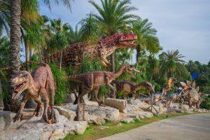 Динозавры в парке Нонг Нуч