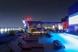 Ресторан и бассейн в отеле Сиам Сиам