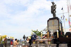 Памятник адмиралу Кромлуангу