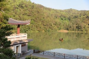 Озеро около храма Вихарнра Сиен