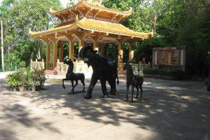 Статуи животных в Wang Sam Sien