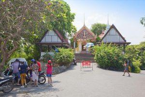 Вход в Храм Wat Khao Phra Bat в Паттайе