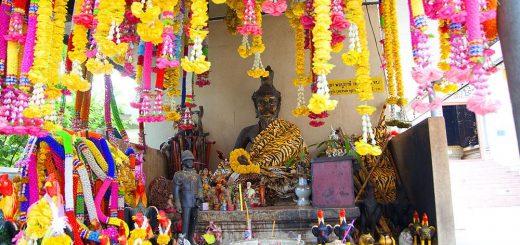 Храм Ват Хао Пхра Бат